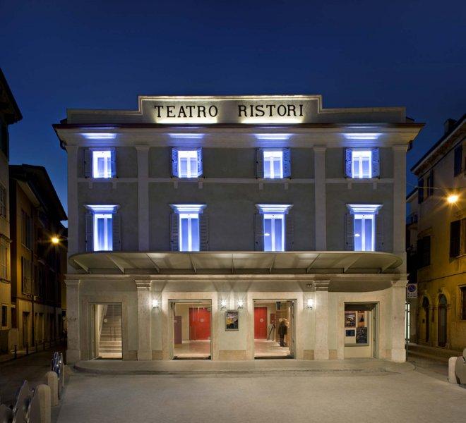 teatro-ristori-esterno