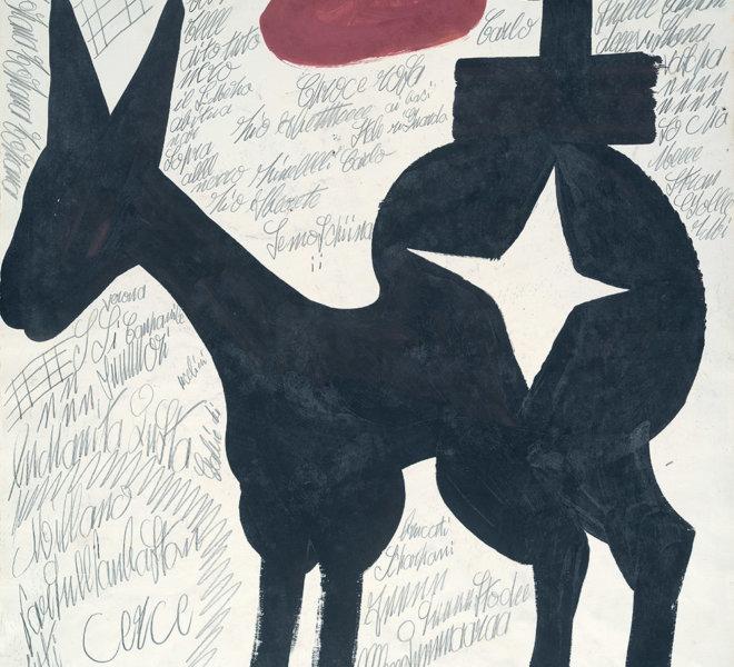 Grande cavallo stellato con cappello da alpino rosso