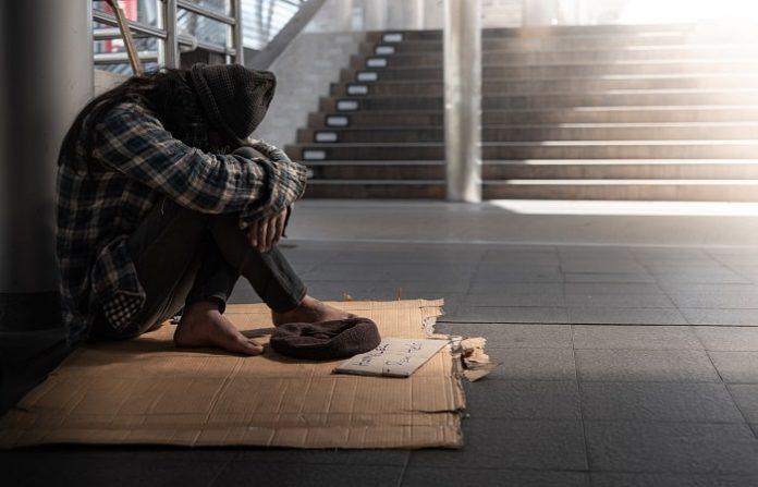 senzatetto-min-696x447